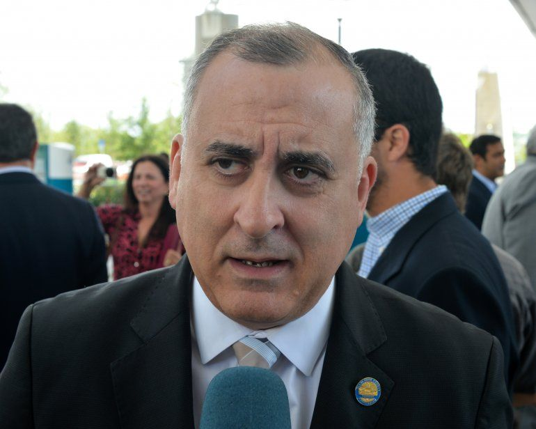 El comisionado Esteban Bovo.