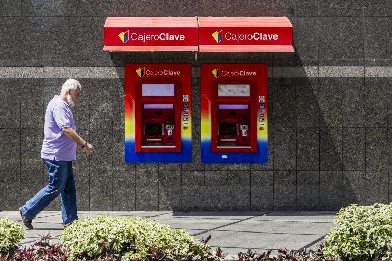 La escasez de dinero en efectivo en venezuela se agudiza for Oficina del banco de venezuela