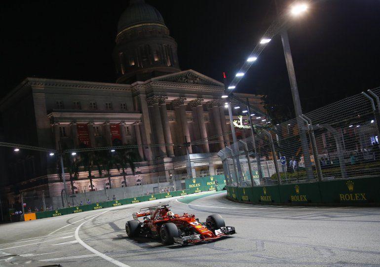 Circuito Callejero De Marina Bay : Vettel domina la clasificación y hamilton partirá quinto en singapur