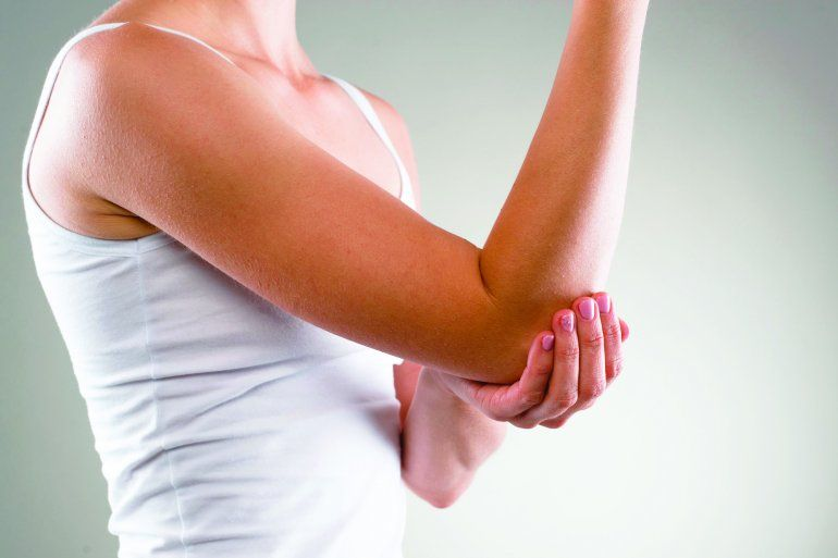 dolor intenso en el brazo derecho y mano