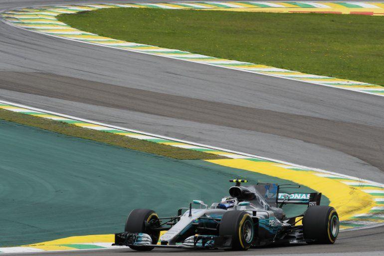 Bottas supera a los Ferrari y Hamilton largará último en Brasil ...