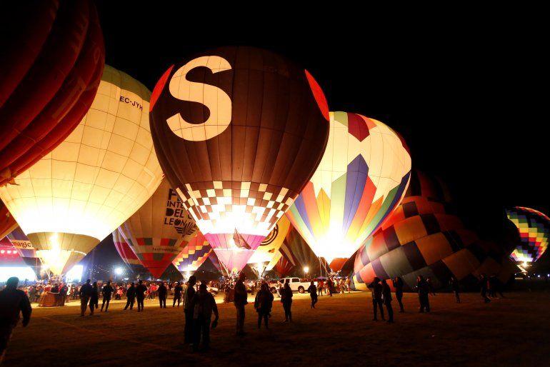 Resultado de imagen para festival del globo en leon en la noche