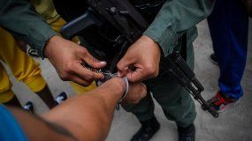 Entre los casos denunciados al tribunal de La Haya (Holanda) está el de los 14 agentes de la Policía de Chacao detenidos a mediados del año pasado, bajo la acusación de ser los autores del asesinato de exjefe de prensa de la Asamblea Nacional, el periodista oficialista Ricardo Durán.