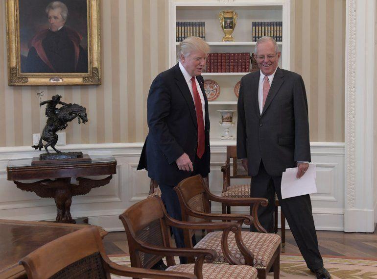 El presidente peruano Pedro Pablo Kuczynski recibido en la Casa Blanca por Donald Trump el 24FEB17.