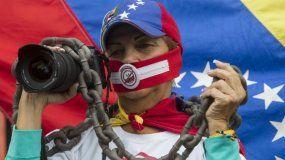 Una manera de callar a la prensa independiente en Venezuela ha sido a través de la compra de medios de comunicación y de pautas publicitarias por parte del régimen de Nicolás Maduro.