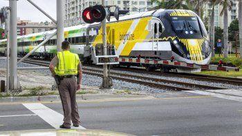El tren Brightline presetará servicio a Miami y Orlando antes del fin de año.