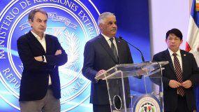 Canciller Miguel Vargas rodeado de JoséLuis Rodriguez Zapatero y Denis Moncada anuncian suspensión de negociaciones el 18ENE18.