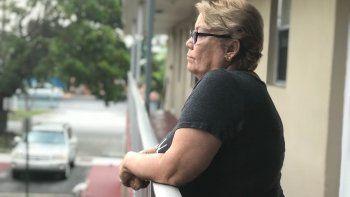 Frélida Vázquez medita sobre la mala experiencia que le ha tocado vivir.