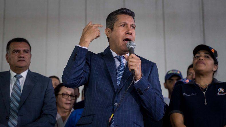Falcón, que forma parte de la opositora Mesa de la Unidad Democrática (MUD), negó haber firmado el acuerdo de la coalición en el que anunciaron que no participarían en las elecciones.