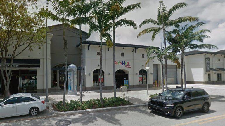 Vista de la tienda Toys R Us ubicada en el3401 North Miami Ave