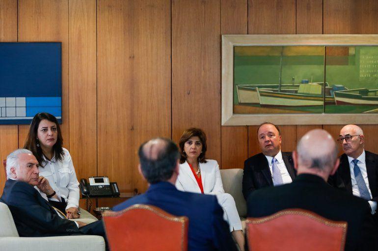 El presidente Michel Temer reunido con ministros de Brasil y Colombia en el Palacio de Planalto en Brasilia el 21FEB18.