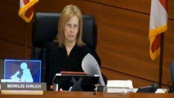 Merrilee Ehrlich, una jueza del Condado Broward, penalizada por tratar de moto tiránico a una acusada.