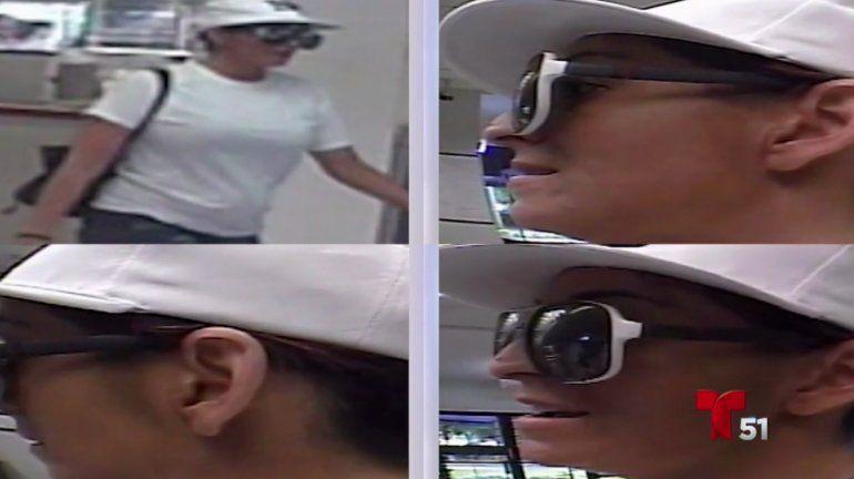 El FBI difundió las imágenes de la mujer captadas por las cámaras de seguridad.