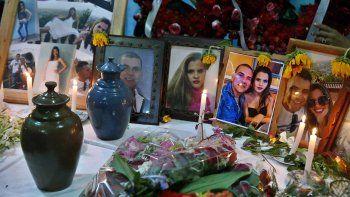 Los cubanos de la isla honran la memoria de varias e las víctimas del accidente aéreo ocurrido en La Habana el viernes 18 de mayo de 2018.