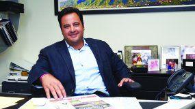 El vicepresidente del Grupo Mezerhane, en su oficina del edificio que alberga la redacción de DIARIO LAS AMÉRICAS.
