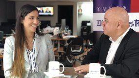 La abogada de inmigración, Claudia Cañizares, invitada al programa de Juan Juan Almeida.