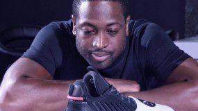 El jugador presentó recientemente sus zapatos deportivos con una marca china.