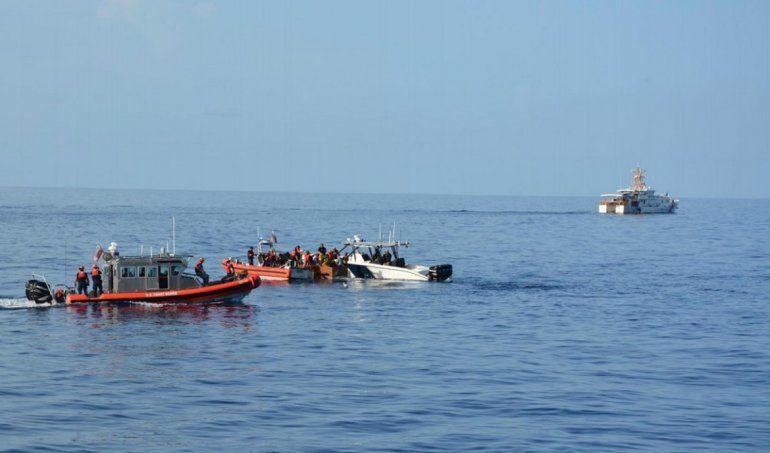 Oficiales de la Guardia Costera de EEUU interceptaron la embarcación con 28 cubanos al norte de La Habana.