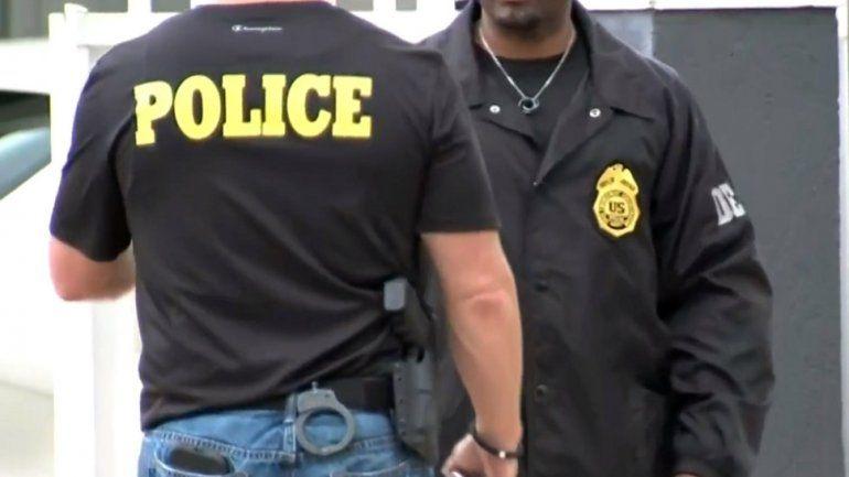 Oficiales de la Policía de Miami-Dade y de la DEA participaron en la operación contra la venta ilegal de analgésicos.