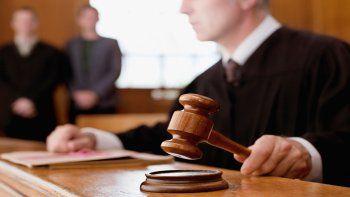 En Florida hay, además de una corte suprema estatal, cinco tribunales regionales, 20 de apelaciones y 67 condales.