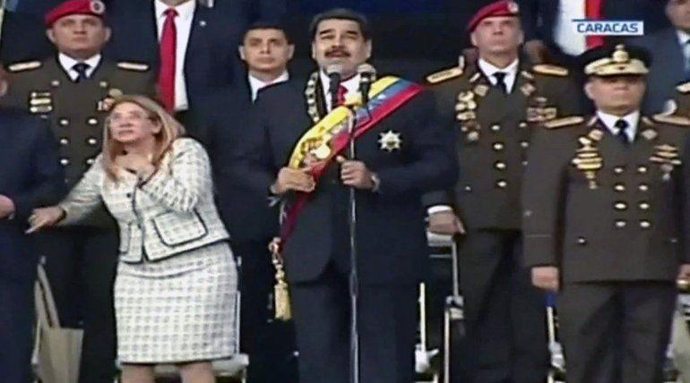 Imagen de televisión del momento de la explosión cuando el presidente de Venezuela