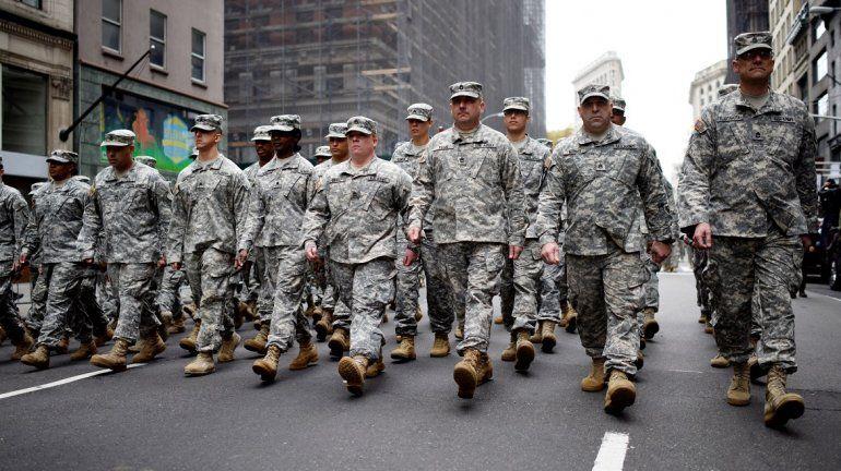 Imagen de archivo que muestra a varios soldados durante el desfile del Día de los Veteranos en la 5ª Avenida de Nueva York, Estados Unidos, el 11 de noviembre de 2015.