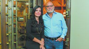 Ernesto Pérez Carrillo, gerente general de EPC Cigar Co. con su hija Lissette.