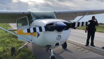 Un avión Cessna de un solo motor realizó un aterrizaje de emergencia al oeste de la ciudad de Weston, en Broward.