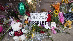 Un memorial donde se le rinde tributo a la fallecida Aretha Franklin en Detroit, Michigan.