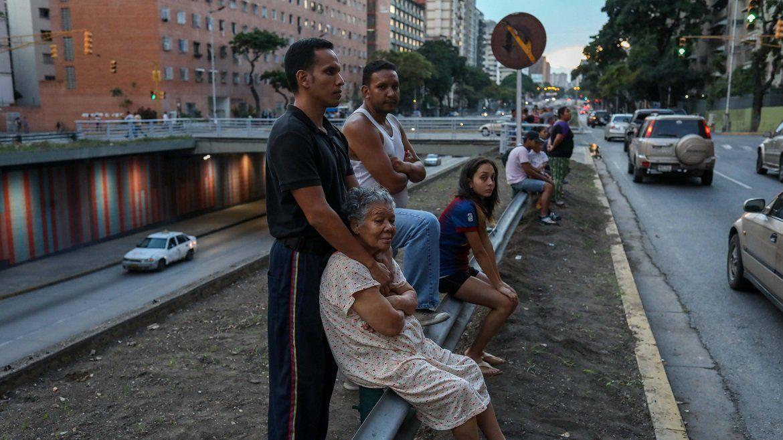Los venezolanos abandonaron sus viviendas durante el fuerte temblor de tierra y quedaron con la incertidumbre de posibles réplicas.