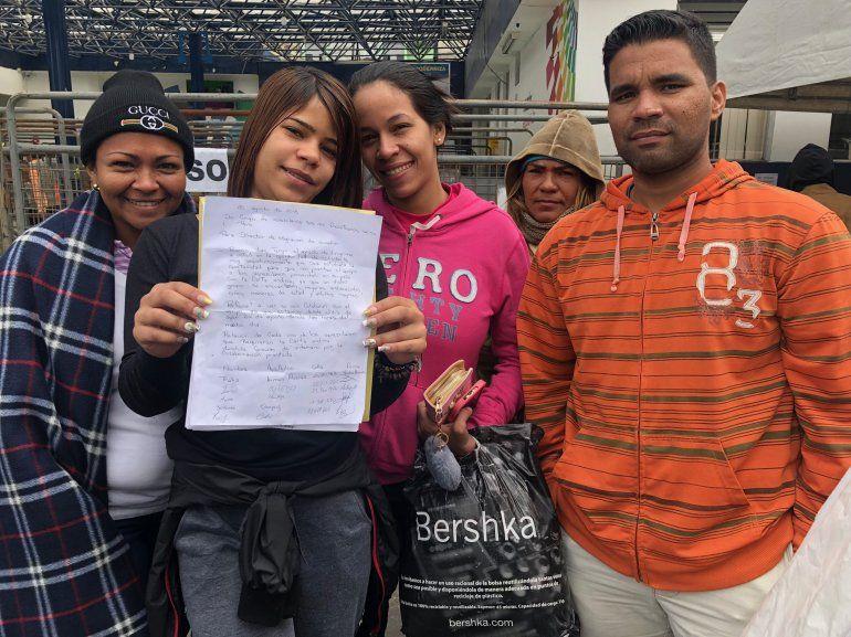 Un grupo de venezolanos pidió ayuda a las autoridades ecuatorianas.