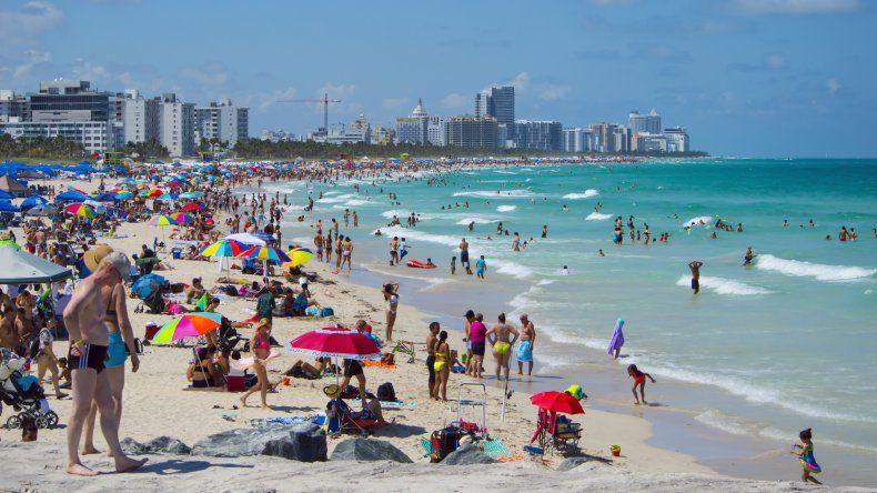 Vista parcial de la playa de Miami Beach.