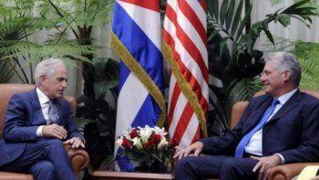 El senador republicano Bob Corker (izq.) se reunió en La Habana con el designado gobernante Miguel Díaz-Canel.