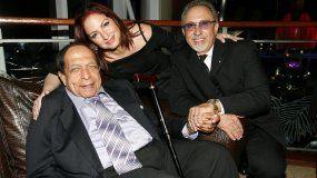 El legendario músico cubano Israel López, Cachao, junto a Gloria y Emilio Estefan.
