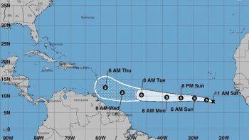 Imagen cedida hoy, sábado 22 de septiembre de 2018, por el Centro Nacional de Huracanes (NHC), que muestra el pronóstico de tres días de latormentatropicalKirk, durante su avance hacia el oeste en el Atlántico desde las costas de África.