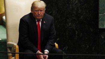El presidente estadounidense, DonaldTrump, permanece sentado antes de ofrecer un discurso durante la sesión de apertura del debate de alto nivel de la Asamblea General de Naciones Unidas.