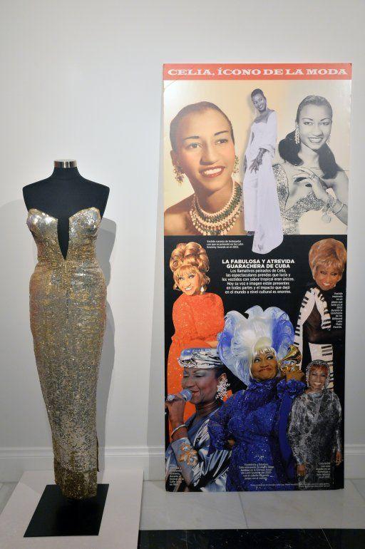 Uno de los vestidos de Celia Cruz en la muestra