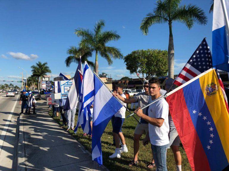 Algunos venezolanos se unieron a la protesta por la libertad de Nicaragua.