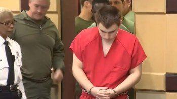 El responsable de la masacre en la escuela de Parkland enfrenta ahora cargos adicionales.