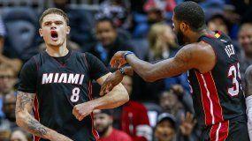 Tyler Johnson, saliendo desde la banca, anotó 24 puntos para guiar al Heat.