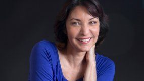 Nacida en La Habana, Daína Chaviano está considerada como una de las tres escritoras más importantes de la literatura fantástica y de ciencia ficción en lengua española.