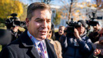 Un juez de EEUU había ordenado a la Casa Blanca devolver la acreditación al periodista de laCNN, Jim Acosta (en la foto).