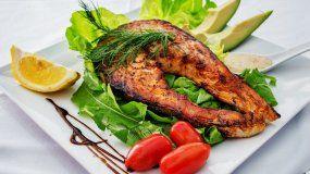El pescado salvaje tiene más nutrientes que el criado en granja.