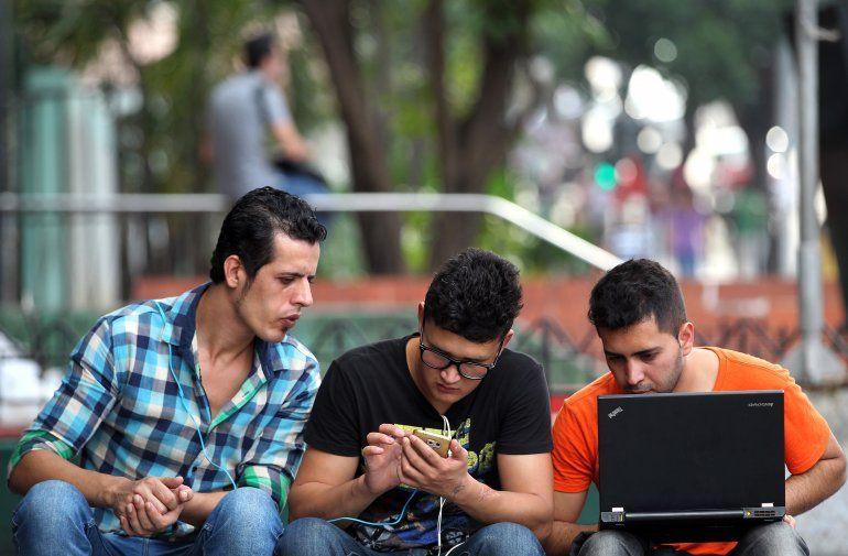 Los cubanos podrán acceder por primera vez al servicio 3G para móviles desde este jueves