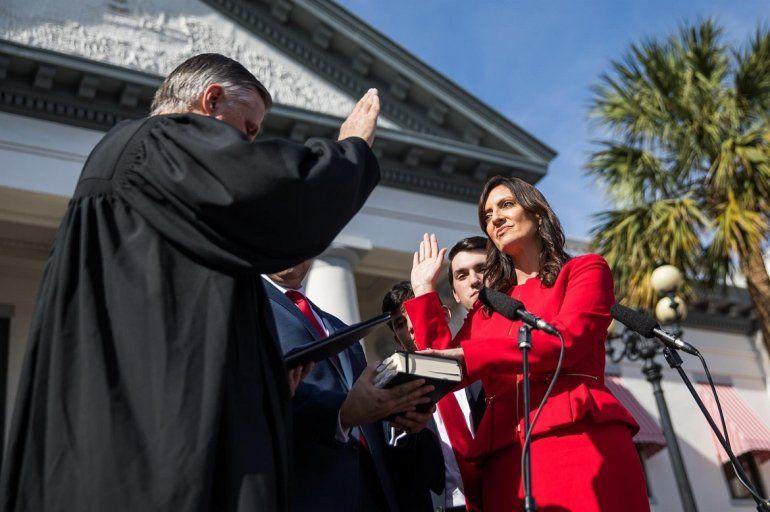 Fotografía cedida por Ron DeSantis Press, donde aparece la nueva vicegobernadora de Florida, Jeanette Núñez, durante la ceremonia de investidura este 8 de enero de 2019 en Tallahassee.