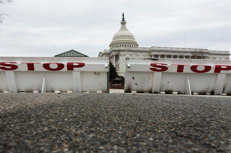 Detalle de una barricada frente al Capitolio de EEUU en Washington durante el cierre parcial del Gobierno más largo de la historia.
