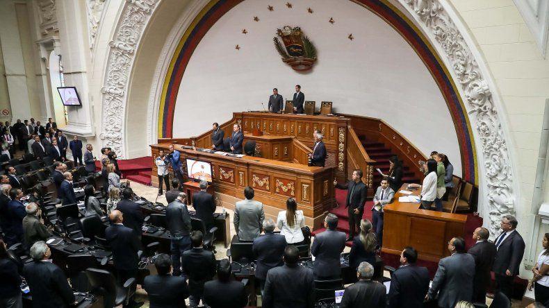 El Legislativo también acordó declarar formalmente la usurpación de la Presidencia por parte de Maduro y, por lo tanto, asumir como jurídicamente ineficaz la situación de facto del líder chavista.