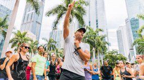 Frankie Ruiz imparte instrucciones antes de una corrida que realiza semanalmente con los clubes de Miami.