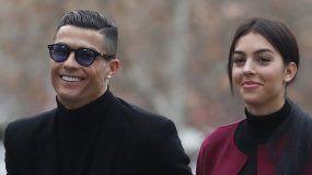 El exjugador del Real MadridCristianoRonaldo, junto a su pareja Georgina Rodríguez, a su llegada este martes a la Audiencia Provincial de Madrid.
