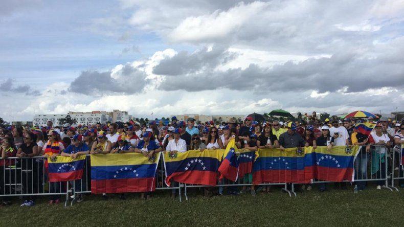 Centenares de venezolanos se dieron cita en el Central Park de la ciudad de Doral para manifestar su apoyo a Juan Guaidó.